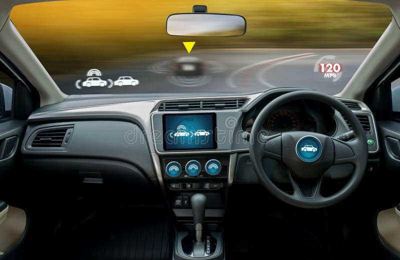 coche de conducción autónomo e imagen digital de la tecnología del velocímetro fotos de archivo