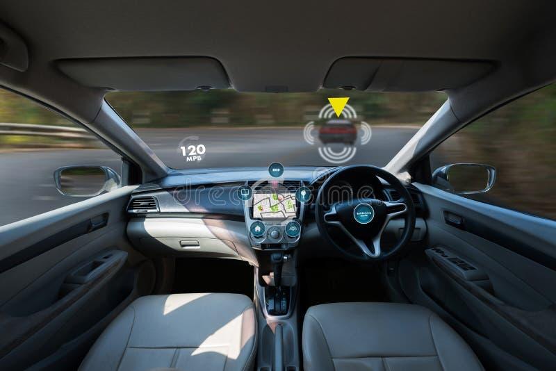 coche de conducción autónomo e imagen digital de la tecnología del velocímetro foto de archivo