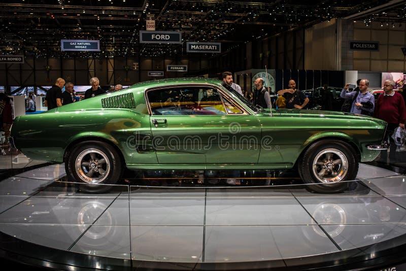 Coche de deportes clásico verde de Ford Mustang Bullitt en el salón del automóvil internacional 2018 de Ginebra fotografía de archivo libre de regalías