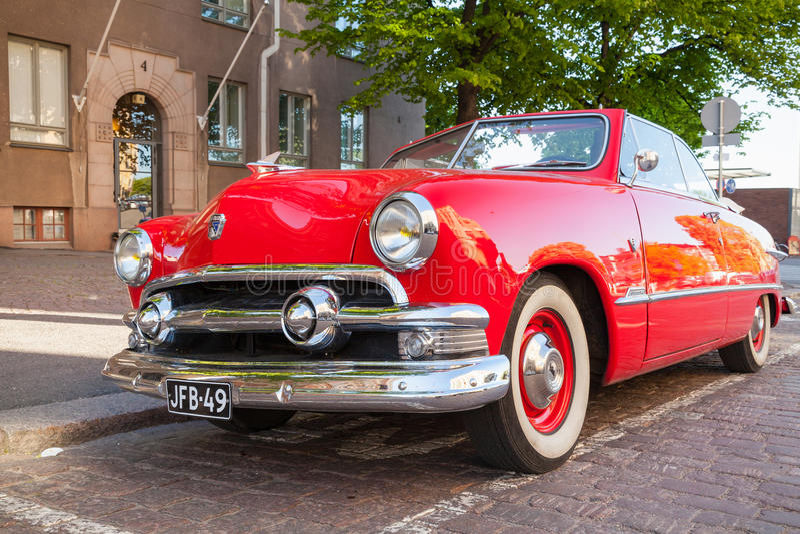 Coche 1951 de Ford Custom Deluxe Tudor imágenes de archivo libres de regalías