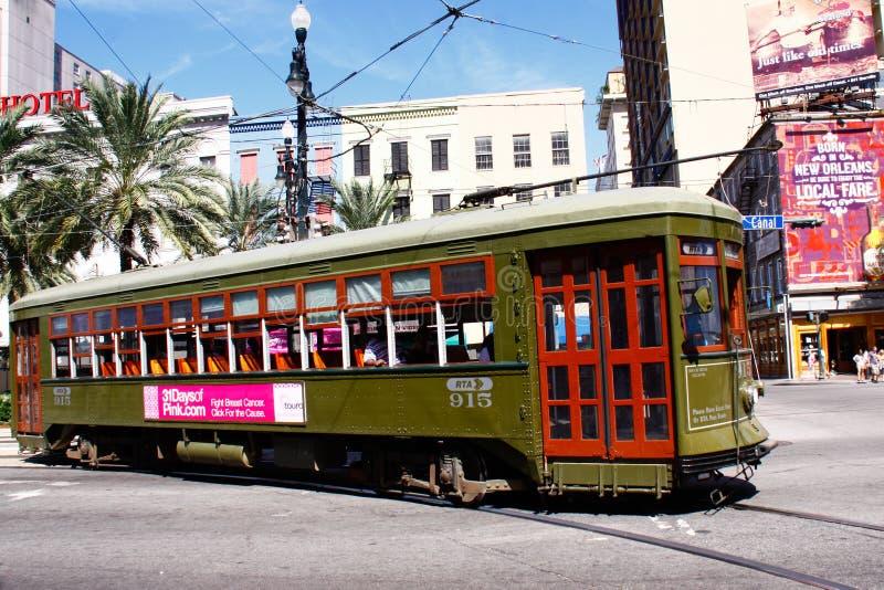 Coche de la calle del St. Charles de New Orleans a lo largo del St. del canal imágenes de archivo libres de regalías