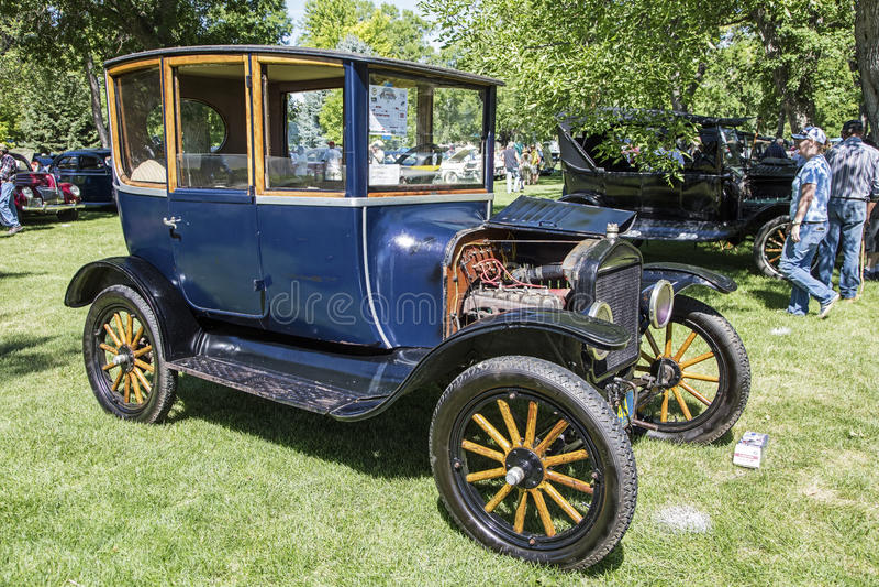 Coche 1921 de la puerta del centro de Ford Model T imagen de archivo
