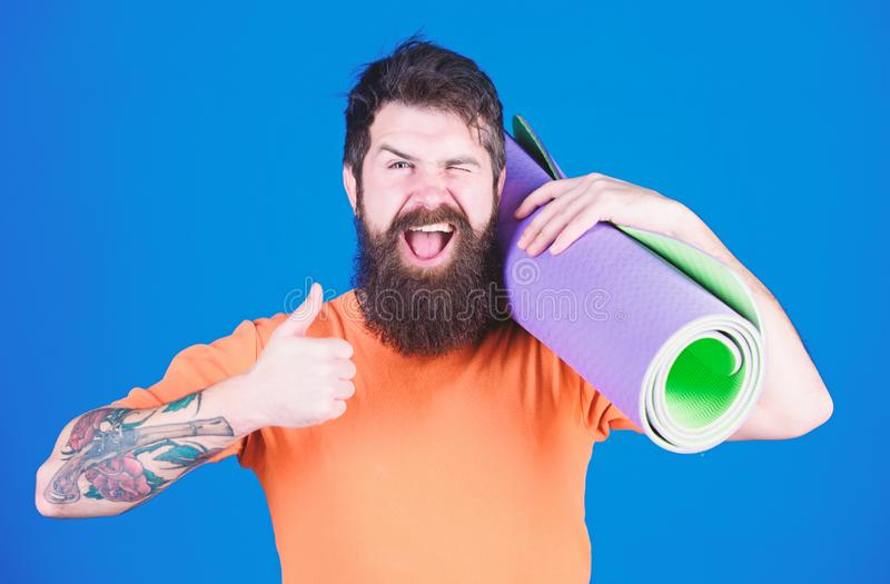 Coche de la yoga del atleta motivado para entrenar Concepto de la clase de la yoga Yoga como la afici?n y deporte Yoga practicant foto de archivo