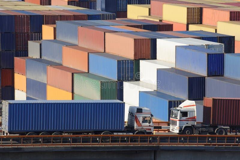 Coche de los tráficos de carga imagen de archivo libre de regalías