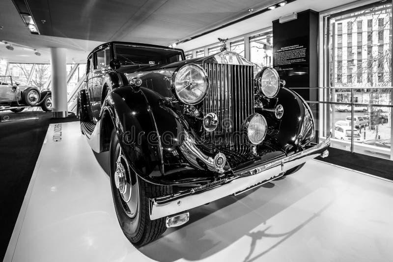 Coche de lujo Rolls-Royce Phantom III Limousine que viaja, 1937 imagen de archivo