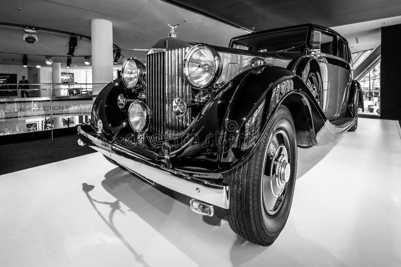 Coche de lujo Rolls-Royce Phantom III Limousine que viaja, 1937 foto de archivo