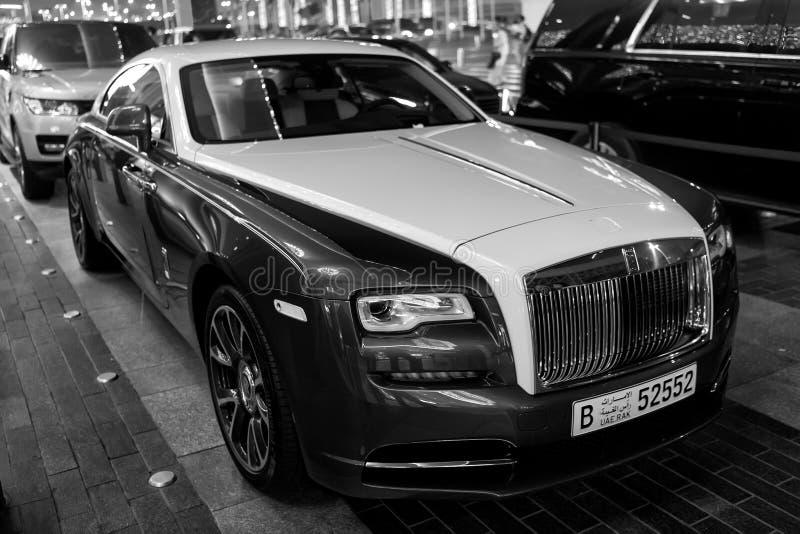 Coche de lujo Rolls Royce Wraith al lado de la alameda de Dubai foto de archivo libre de regalías