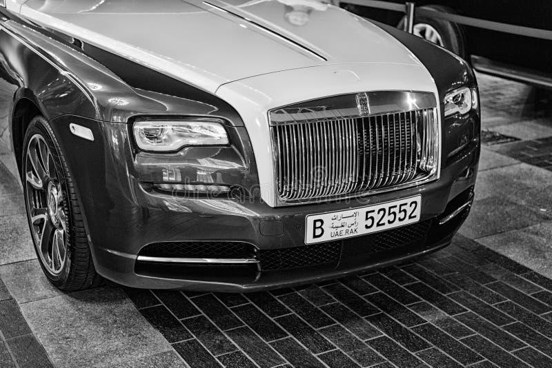 Coche de lujo Rolls Royce Wraith al lado de la alameda de Dubai imágenes de archivo libres de regalías