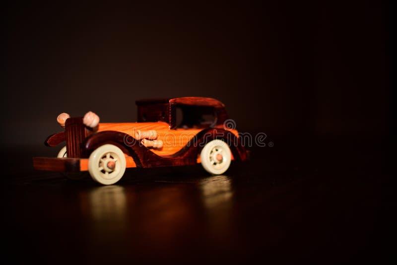 Coche de madera miniatura imagen de archivo libre de regalías