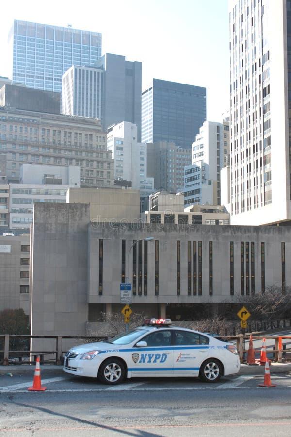Coche de NYPD en el puente de Brooklyn foto de archivo