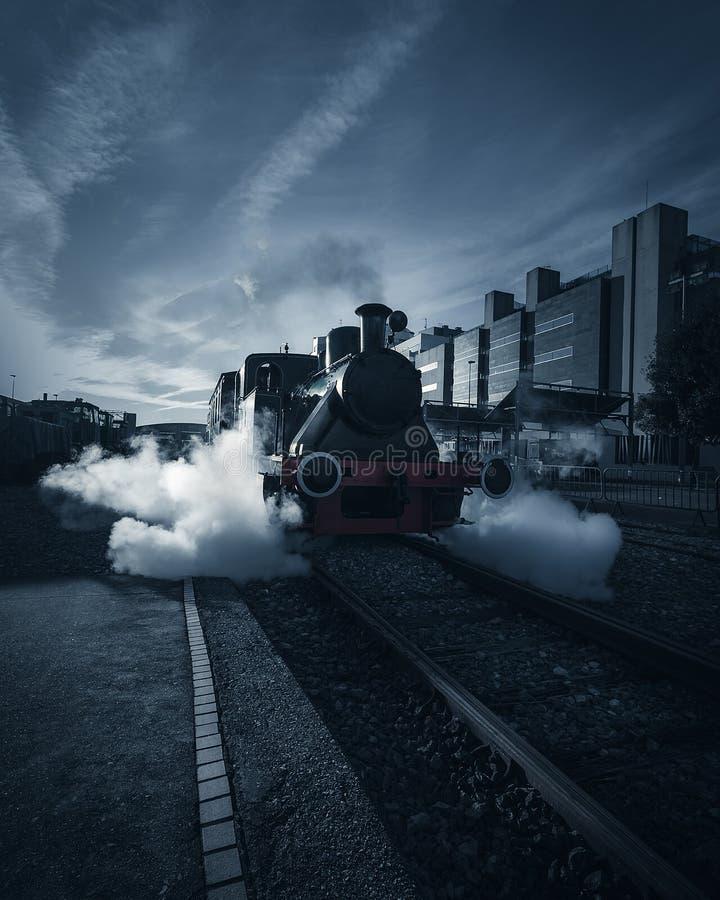 Coche de tren muerto viejo en el ferrocarril de Gijón fotografía de archivo libre de regalías