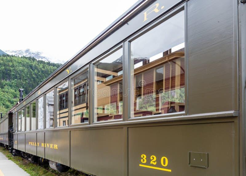 Coche de tren viejo en Alaska imagen de archivo libre de regalías