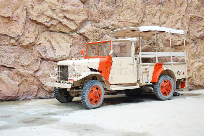 Coche del camión del safari de Brown fotos de archivo