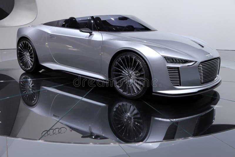 Coche del concepto de Spyder del e-tron de Audi fotos de archivo
