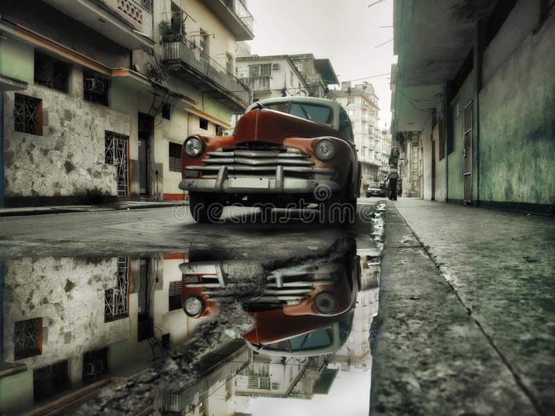 Coche del rojo de la calle de La Habana imagen de archivo libre de regalías
