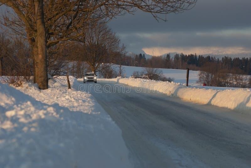 Coche en el hielo en el invierno fotografía de archivo libre de regalías