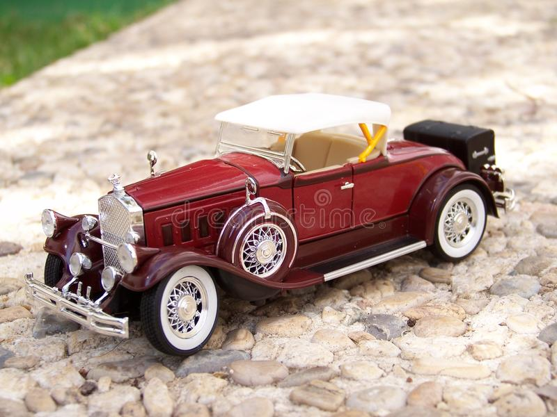 Coche en miniatura. Pierce Arrow B año 1930 stock images