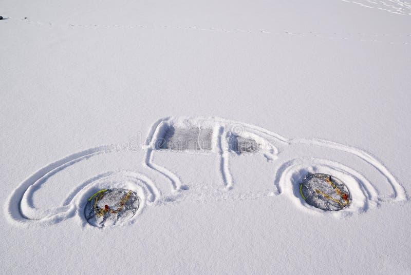 Coche en nieve imágenes de archivo libres de regalías