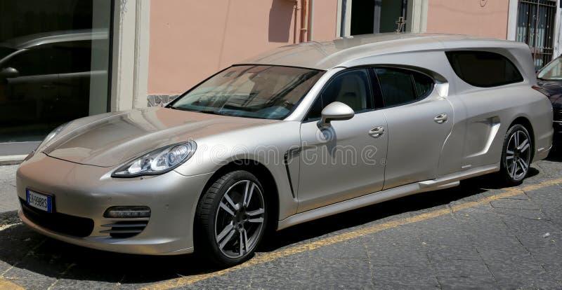 Coche fúnebre de Porsche imagen de archivo