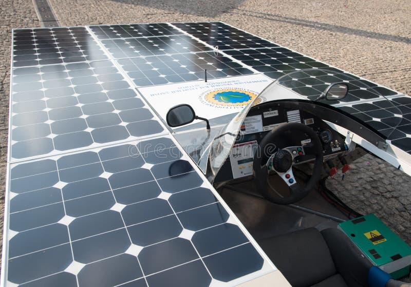 Coche hecho a mano accionado solar fotos de archivo libres de regalías
