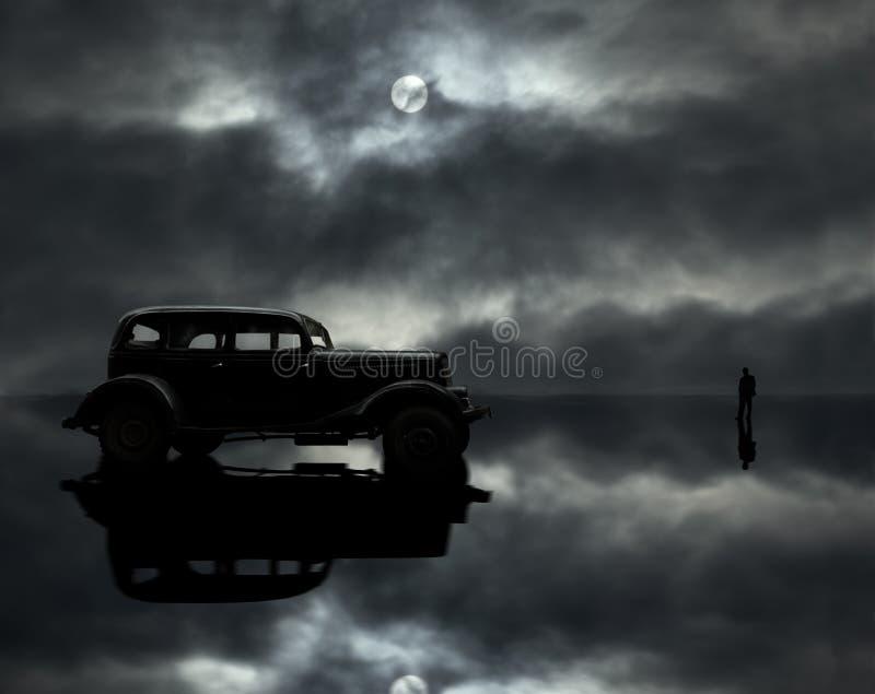Coche, hombre y luna fotografía de archivo