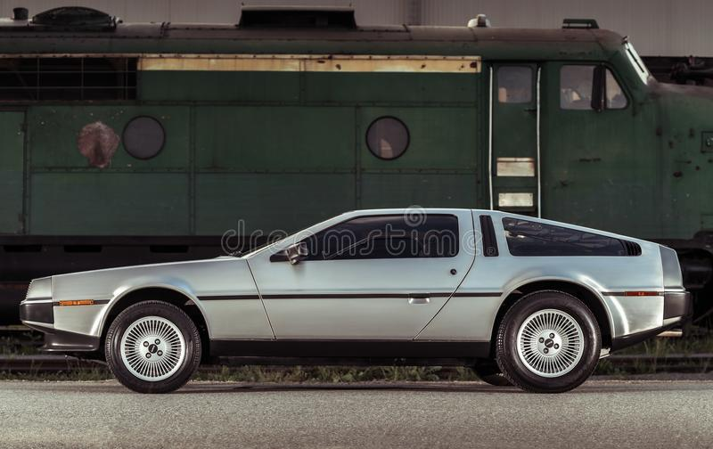 Coche legendario de DeLorean DMC-12 del acero inoxidable imagenes de archivo