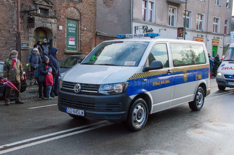 Coche policía municipal en el Día de la Independencia nacional en Gdansk en Polonia Celebra el 99.o aniversario de la independenc foto de archivo libre de regalías