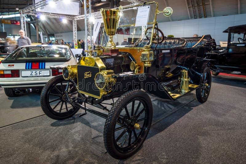 Coche retro Ford Model T que viaja, 1914 imagen de archivo