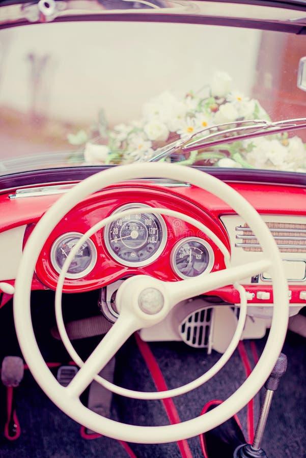 Coche retro Wedding foto de archivo libre de regalías