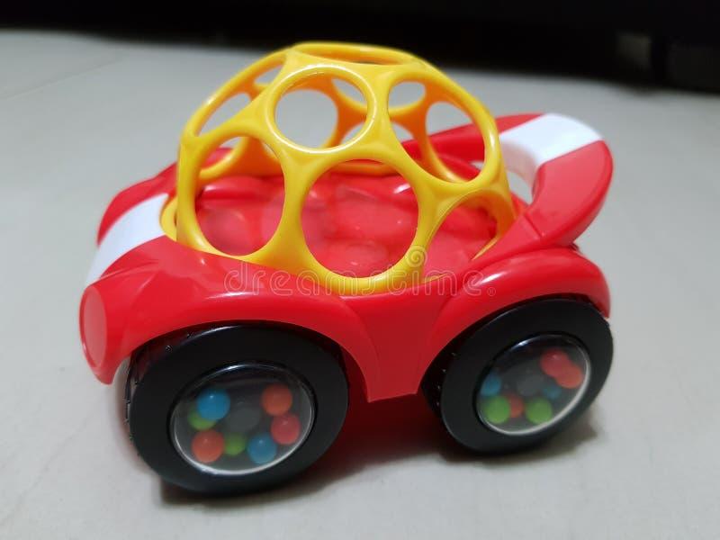 Coche rojo del juguete fotos de archivo