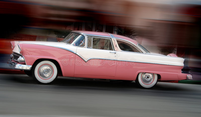 Coche rosado clásico imagenes de archivo