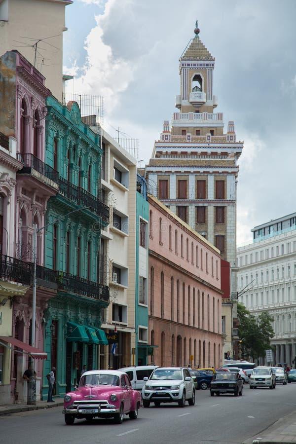 Coche rosado del vintage en Havana Cuba imagen de archivo libre de regalías