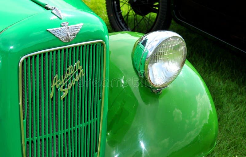Coche verde de la vendimia imágenes de archivo libres de regalías