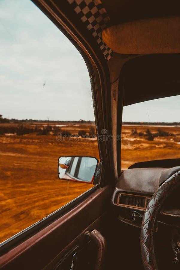 Coche, viaje, espejo, desierto, lugar, viaje, cielo, vidrio imagen de archivo libre de regalías