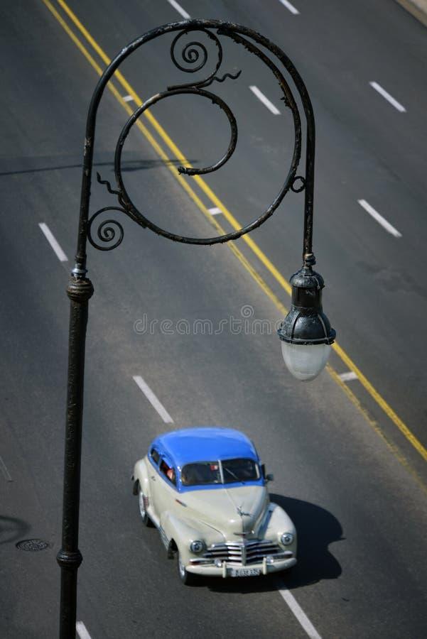 Coche viejo americano en La Habana, Cuba foto de archivo