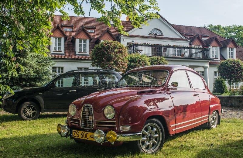 Coche viejo de Saab 95 imagenes de archivo
