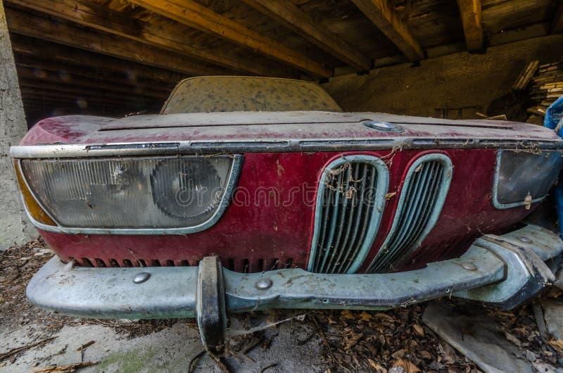 coche viejo del bmw del rojo fotos de archivo libres de regalías