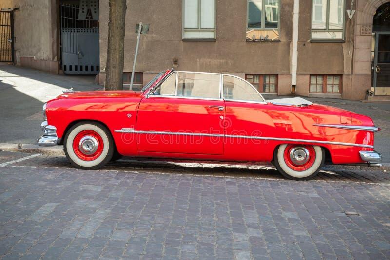 Coche 1951, vista lateral de Ford Custom Deluxe Tudor fotos de archivo libres de regalías