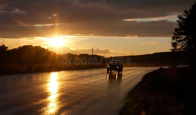 Coche y el sol fotos de archivo