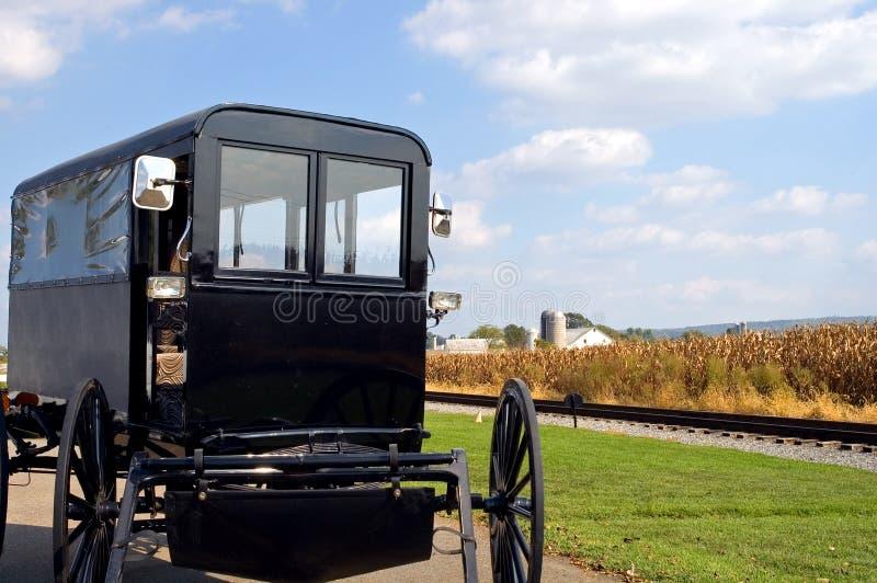 Cochecillo traído por caballo de Amish fotos de archivo