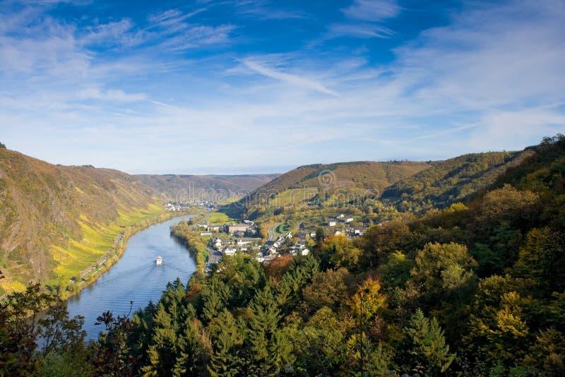Download Cochem Германия Moselle около долины Стоковое Фото - изображение насчитывающей облако, automobiled: 6865456