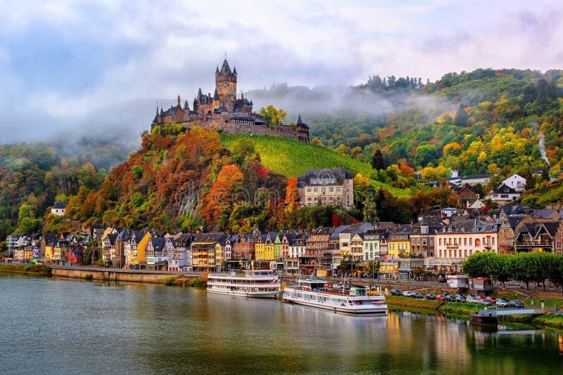 Cochem, piękny dziejowy miasteczko na romantycznej Moselle rzece, Niemcy obraz royalty free
