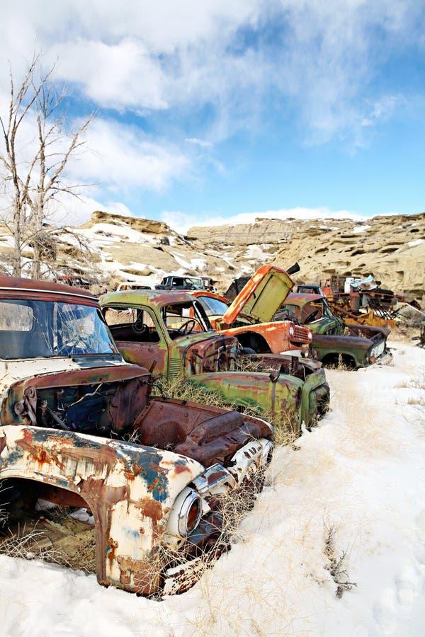 Coches abandonados en junkyard fotos de archivo libres de regalías