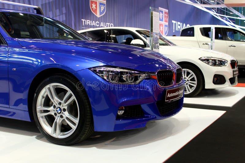 Coches de BMW en la expo del mercado auto imágenes de archivo libres de regalías