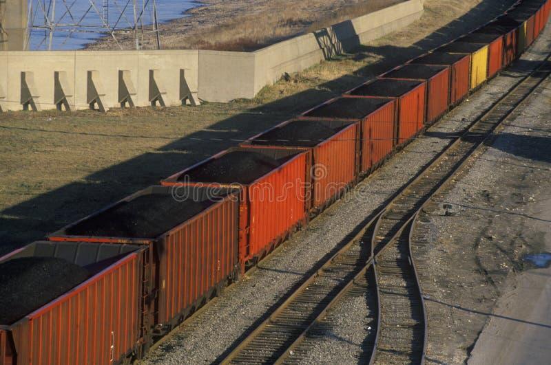 Coches de carbón rojos en St. Louis del este, Missouri fotografía de archivo libre de regalías