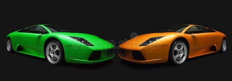 Coches de deportes italianos verdes y anaranjados. fotografía de archivo