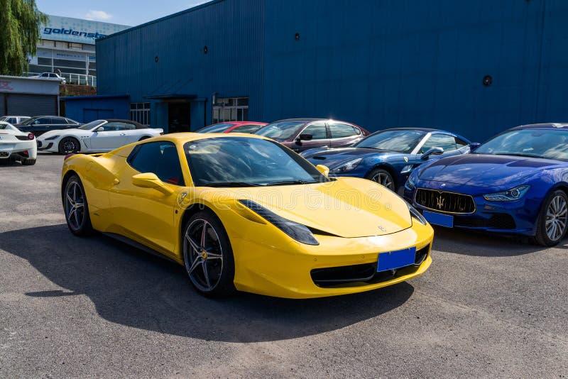 Download Coches de Ferrari foto de archivo editorial. Imagen de costoso - 42445498