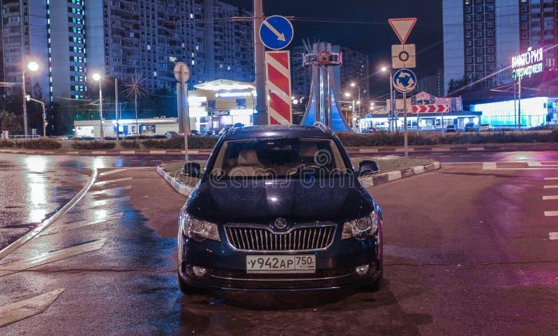 Coches de la ciudad de Moscú fotos de archivo