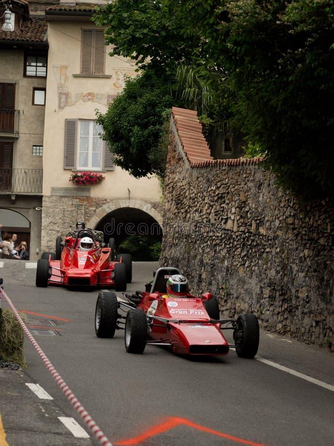 Coches de la fórmula 2 en Bérgamo Grand Prix histórico 2015 imagen de archivo