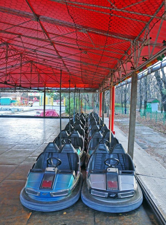 Coches de la hospitalidad de Dodgem en parque foto de archivo libre de regalías